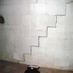 Basement Wall Cracks | Chicago,IL | Everdry Waterproofing Illinois
